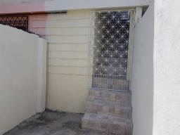 Casa no primeiro andar proximo ao Hiper Bom Preço