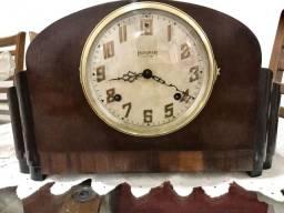 Relógio de mesa antigo Ingraham  Eight day fabricado nos EUA para restauro ou colecionador