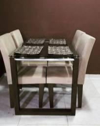 Vendo mesa de jantar quatro cadeiras