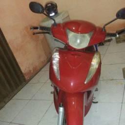 Vendo éssa linda moto Biz ano 2013 .125 cilindrada