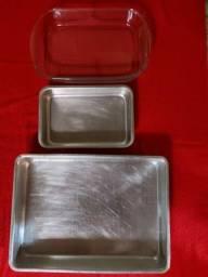 Vendo estas 2 fôrmas de alumínio e 1 travessa de vidro. Por 130 reais as três. Aproveite!