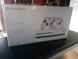 Título do anúncio: Xbox One S 1 TB com 2 Controles