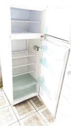 Geladeira gelando sujeito a teste 300$