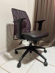 Cadeira Escritório em couro e tela ventilada