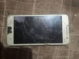 Três celulares