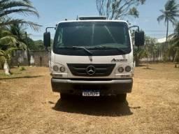 Caminhão Mercedes Accelo 815