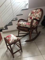 Cadeira de balanço com apoio de pés