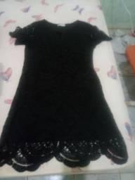 Vendo vestido todo de renda na cor preto tm p valor 90 reais