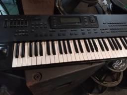 Vendo dois teclados korg