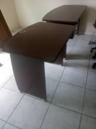 Vendo cadeiras e escrivaninhas