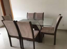 Vende-se mesa de jantar com 6 cadeiras