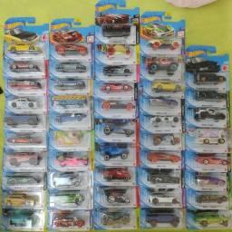 50 carrinhos Hot Wheels colecionador