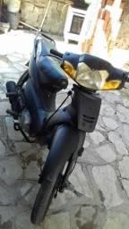 Vendo essa moto fênix  ano 2005 por 2 mil interessado fine *89