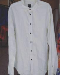 Camisa social sendo 1 da Armani e outra da Empório Colombo