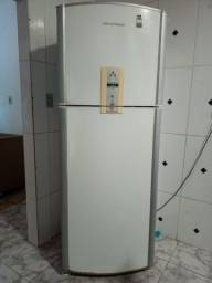 Título do anúncio: Vendo geladeira 1.500