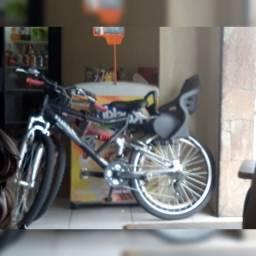 Bicicleta Caloi aro 26 e cadeirinha