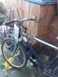 Vendo uma Bicicleta de alumínio aro 26