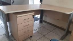 Vendo conjunto: mesa escritório + gaveteiro volante. Excelente estado de conservação.