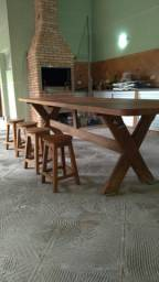 Mesa grande de madeira mogno