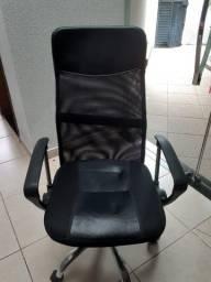 Cadeira Presidente. Giratória Regulagem De Altura A Gás Tela - Pelegrin