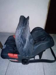 Cadeira bebê-conforto. Marca: Touring Evolution Bugigotto