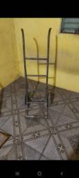 Escada e carrinho de Carga