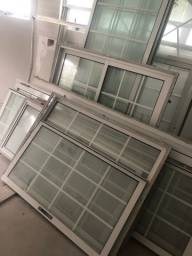 Esquadrias com vidro e portão de alumínio