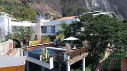 Belíssima casa de alto padrão no Vale dos Pinheiros, em condomínio fechado