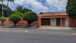 Casa Comercial - Ótima para Clínicas Médicas - Av. B - Calhau