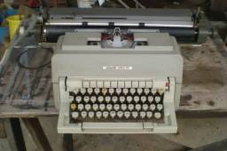 Máquina de escrever antiga.- 215 -