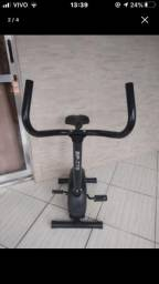 Bicicleta ergométrica em boas condições