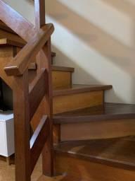 """Escada Vazada Residencial de Madeira Angelim em """"L"""" Muito Resistente e Linda"""