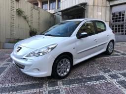 Vendo Peugeot 2013 207 1.6 Automático