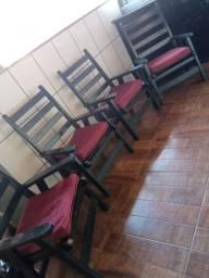 Cadeiras de madeira pura