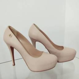 Sapato de salto nude meia pata