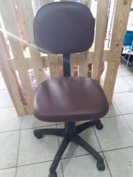 Vende-se e conserta-se cadeiras
