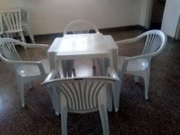 Mesa e cadeiras Plástico