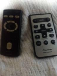 Vendo dois controles para som de carro