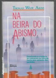 olx304 livro Na Beira do Abismo remessa via Correios