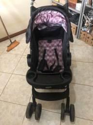 Carrinho de bebê Cosco com bebê conforto