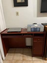 Vendo uma escrevaninha e mesa de compurador.