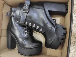 Vendo bota nunca usada tamanho 35