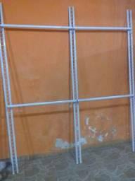 2 arara de parede semi nova