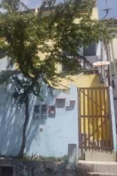 Apartamento tipo casa, com 3 quartos, 2 varandas, pátio, quintal, área de serviço, etc