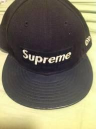Boné Supreme new era 7 5/8 em bom estado