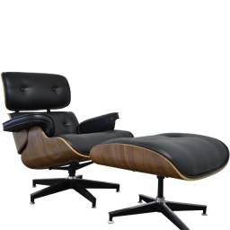 Poltrona Charles Eames Preta Couro com Puff