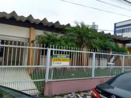 REF L279 | Bela Casa Localizada No Centro Da Cidade De Itajaí