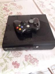 Vendo Xbox 360. Só liga  no controle, o controle.tem que arrumar  o analógico