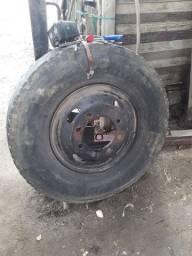Roda caminhão 8 furos pneu tem que vulcanizar pra desocupar lugar