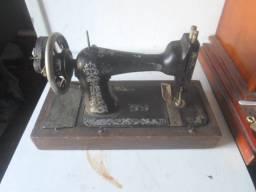 Maquina de costura muito antiga